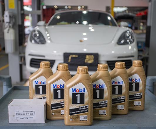 白色保时捷718 Boxster基础保养