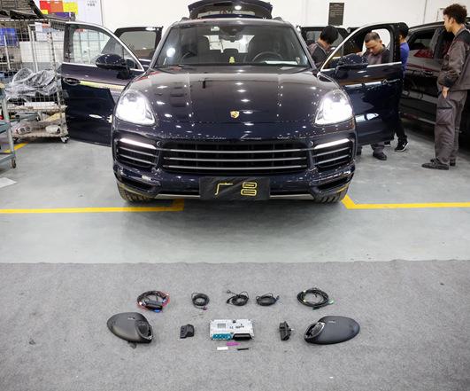 保时捷黑色卡宴安装原厂360倒车影像