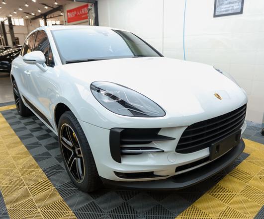 2019白色MACAN轮毂轮胎 前后侧唇喷漆(车身颜色)