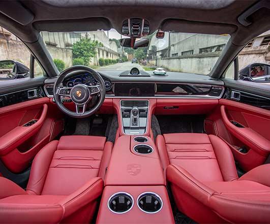 新款火山灰保时捷Panamera运动座椅改红黑内饰