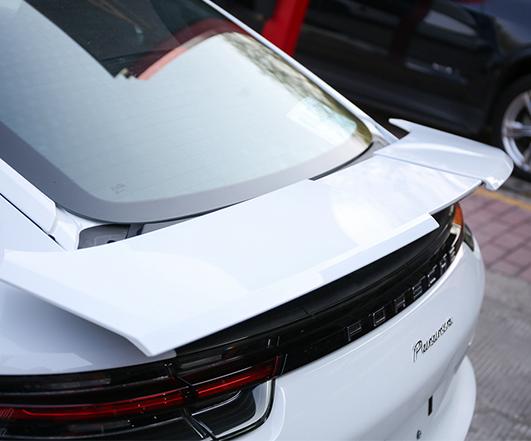 保时捷17款Panamera改装原厂Turbo尾翼+轮毂喷漆改色+卡钳喷漆
